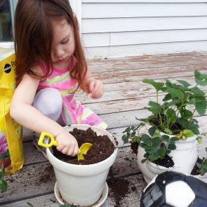 16 Epic Benefits of Backyard Gardening as a Hobby