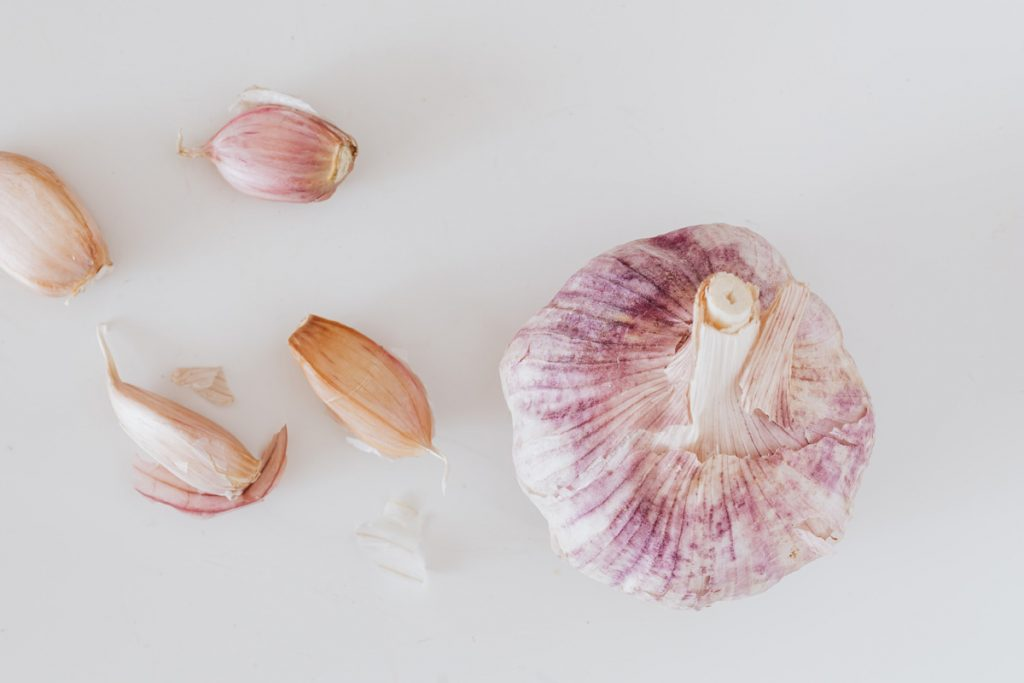 Garlic Bulb with a few cloves removed, ready for planting - Photo by Karolina Grabowska from Pexels